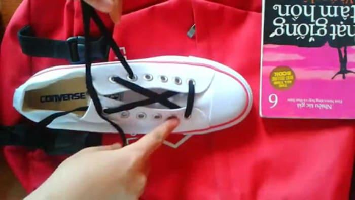 cách buộc dây giày đẹp 5 lỗ