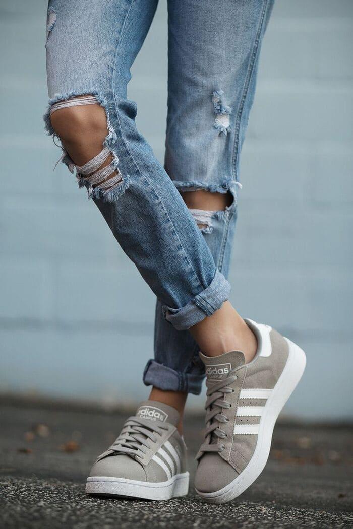 cách phối giày adidas nữ với quần xắn gấu