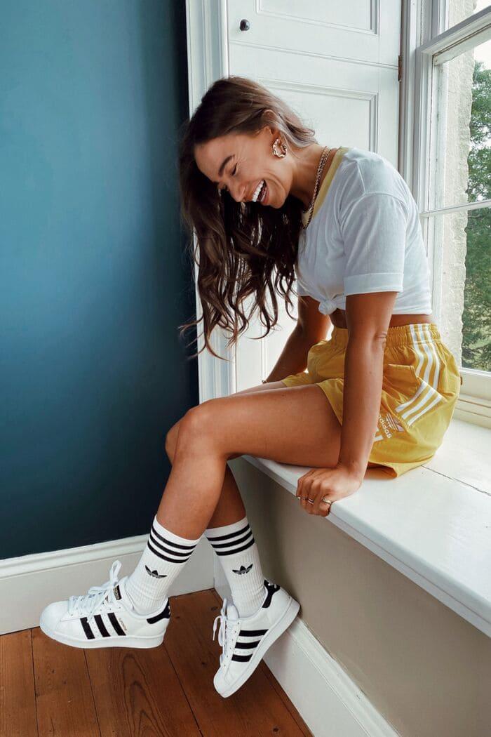 giày adidas kết hợp quần sooc nữ