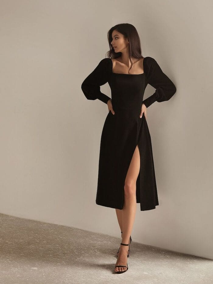 mặc đầm đen mang giày cùng tông với màu váy