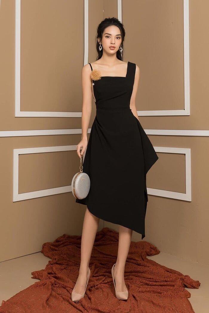 mặc đầm đen mang giày màu nude