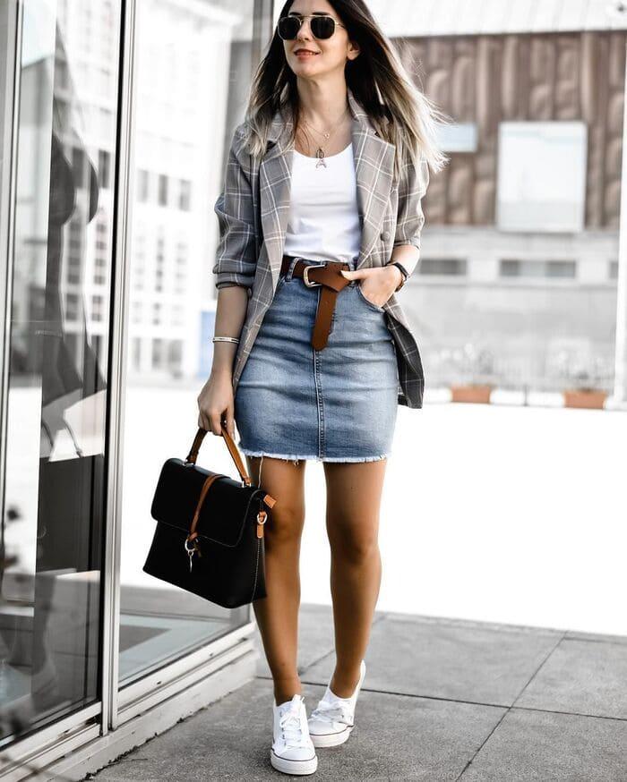 mặc váy jean mang giày consever trắng