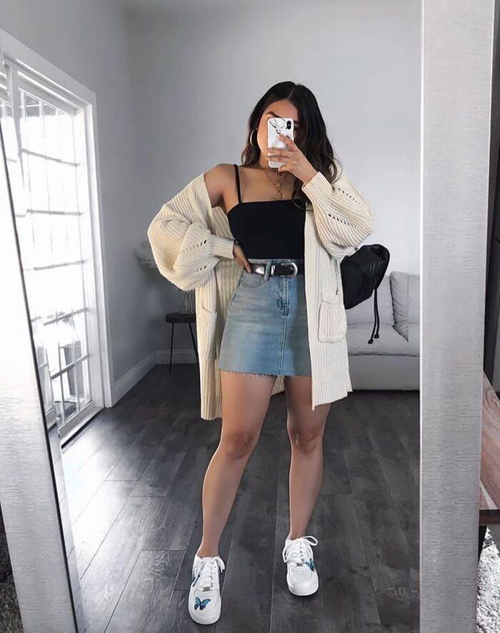 mặc váy jean mang giày thể thao 2