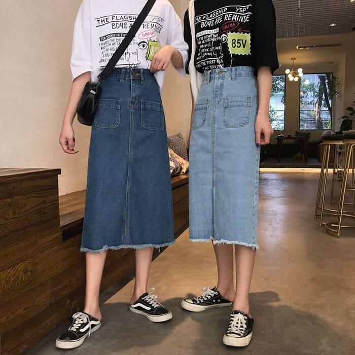 mặc váy jean mang giày thể thao
