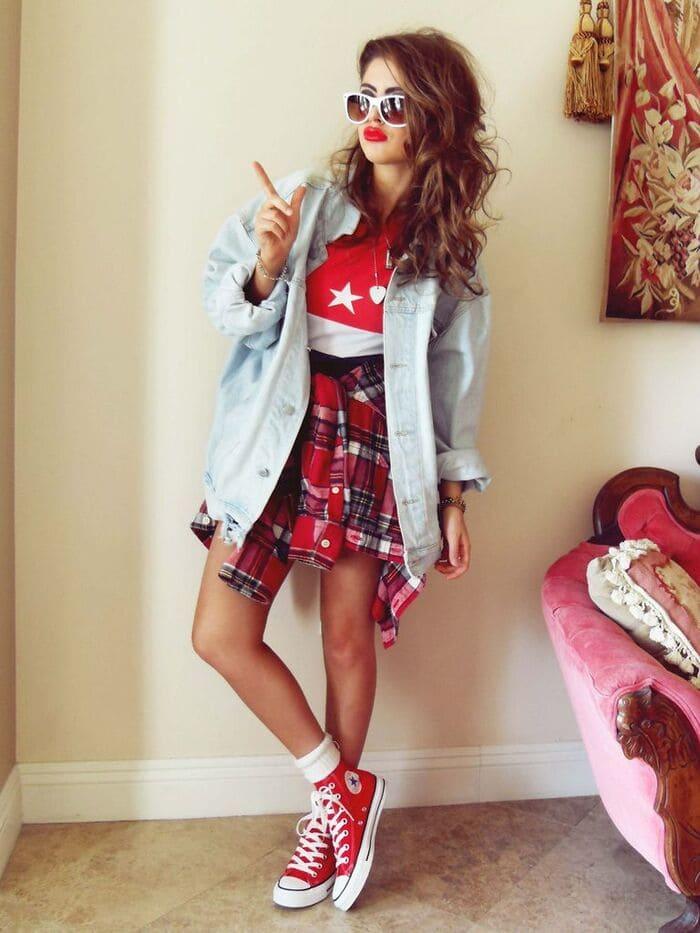 mix giày đỏ với chân váy nữ