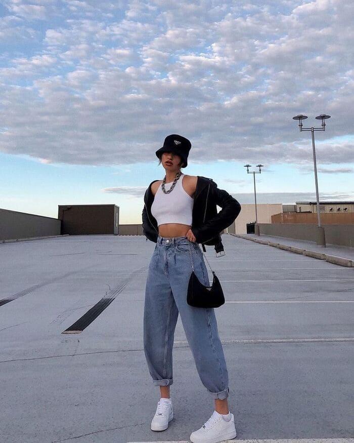tips mix đồ với giày nike nữ cá tính cùng quần jeans