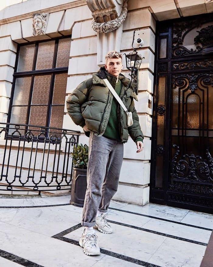 cá tính với set đồ áo phao và giày thể thao sneaker vào mùa đông