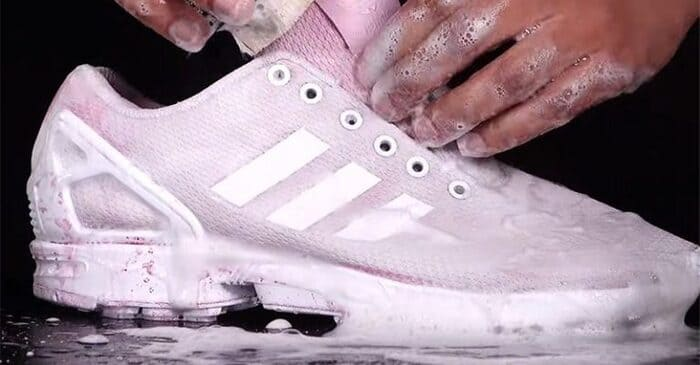 cách vệ sinh giày adidas với bột giặt và thuốc tẩy