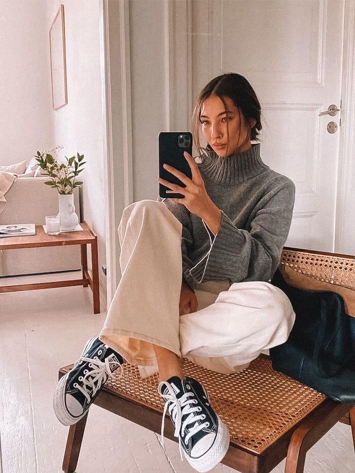 hướng dẫn phối đồ mùa đông với áo len và giày sneaker converse