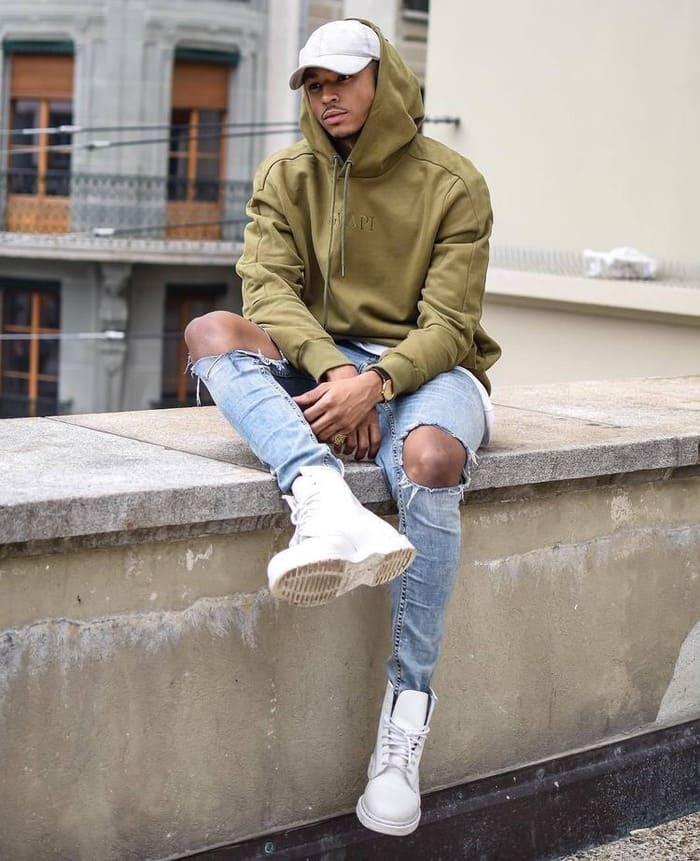 mix đồ mùa đông đẹp với áo hoodie và giày thể thao nam
