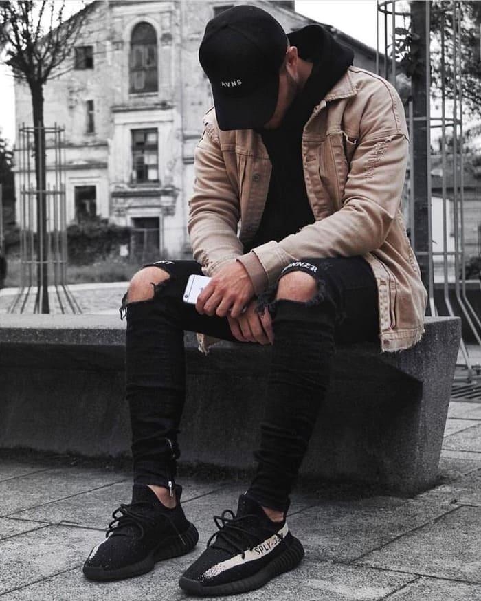 phối đồ mùa đông với khoác jeans nam và giày thể thao nam cá tính