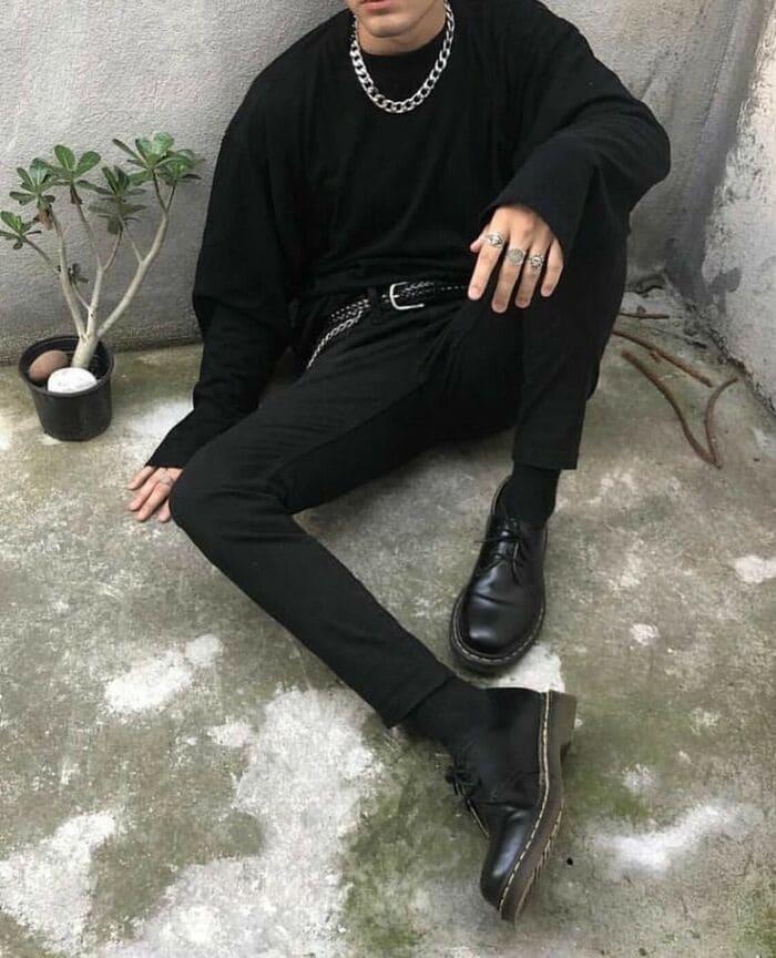 phối đồ với giày đen nam cùng quần màu đen
