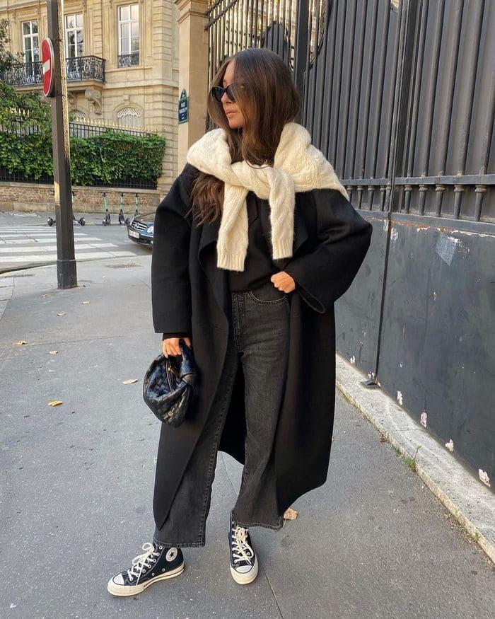 phối đồ với giày đen nữ cùng quần jean đen