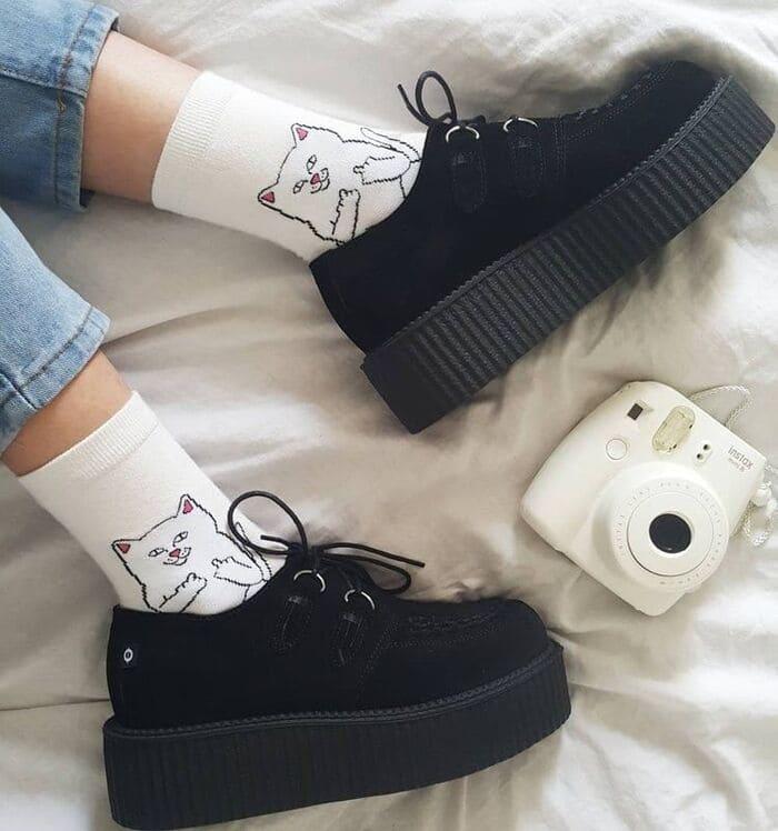 phối giày bánh mì cùng quần jean