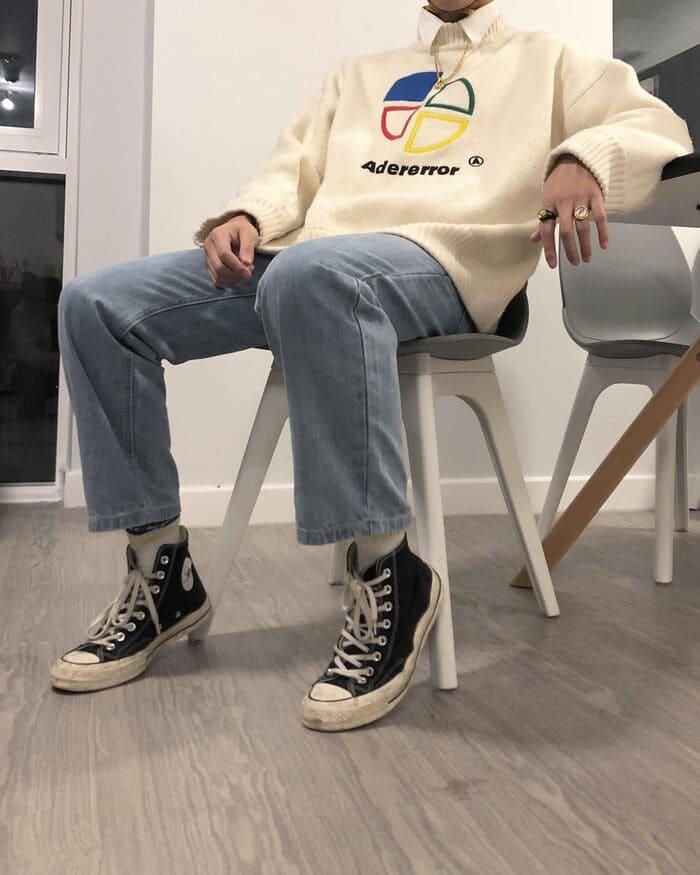 phối quần jean ống rộng nam kết hợp với giày converse