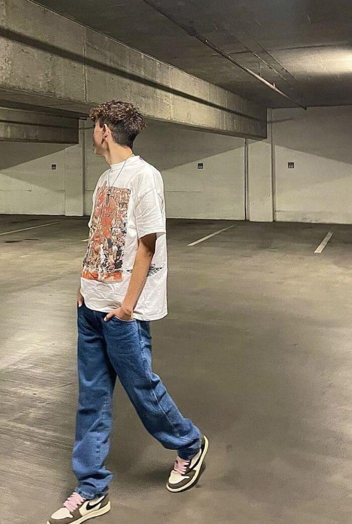 phối quần jean ống rộng nam kết hợp với giày nike 2