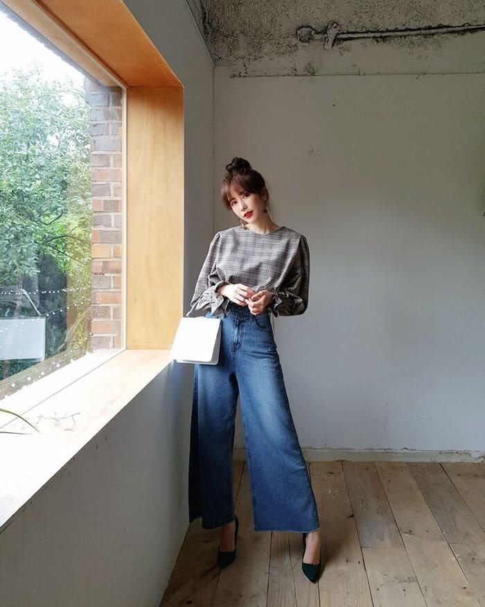 phối quần jean ống rộng nữ kết hợp với giày cao gót