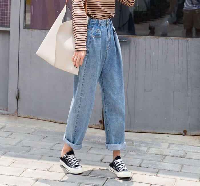 phối quần jean ống rộng nữ kết hợp với giày converse