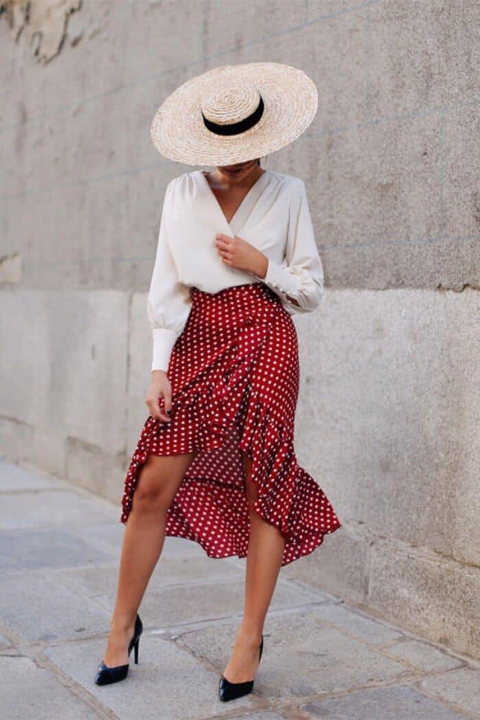 thật cuốn hút và quyến rũ với đầm đỏ giày cao gót