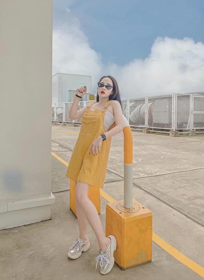 váy yếm kaki vàng
