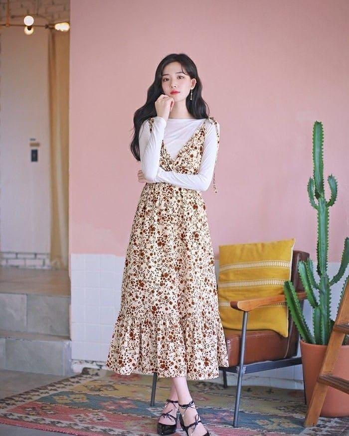 váy yếm kết hợp với giày cao gót 2