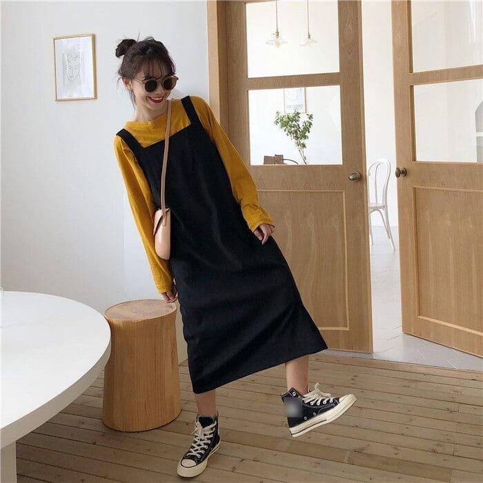 váy yếm kết hợp với giày consever