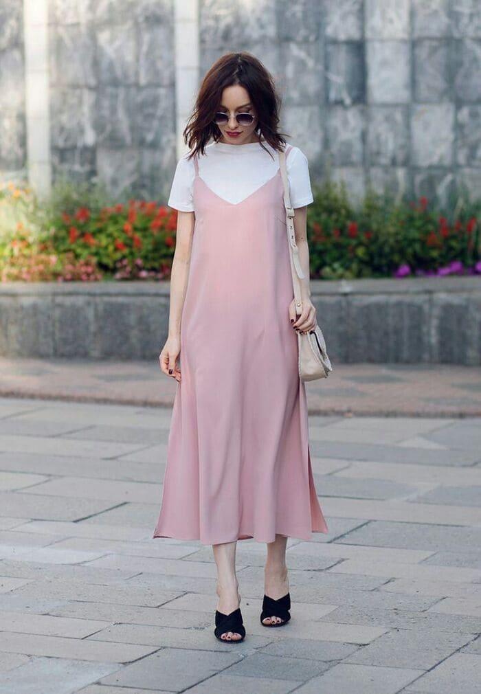 váy yếm kết hợp với giày sandal 2