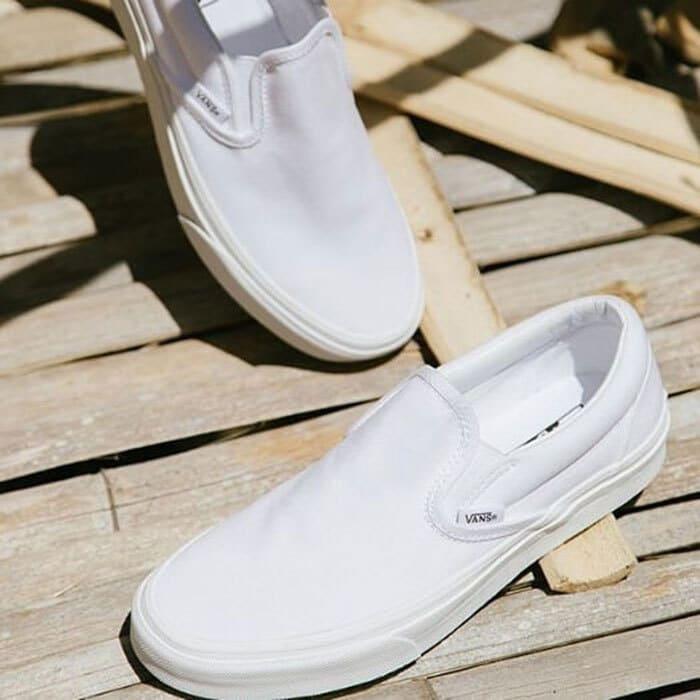 tránh phơi giày vans dưới ánh mặt trời